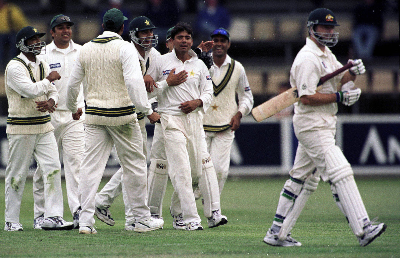 Saqlain and Co celebrate the wicket of Steve Waugh during the Hobart Test in 1999