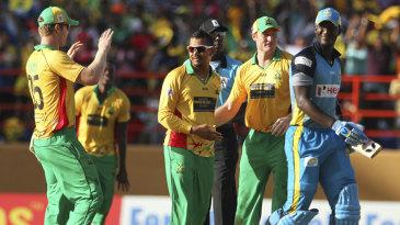 Sunil Narine dismissed Darren Sammy for 2