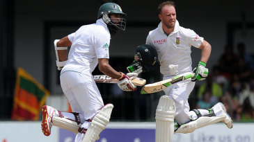 Hashim Amla and AB de Villiers added 79 for the fourth wicket