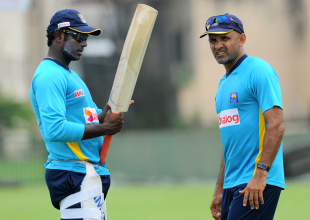Angelo Mathews and Marvan Atapattu have a chat, Galle, August 5, 2014