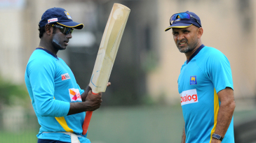 Angelo Mathews and Marvan Atapattu have a chat