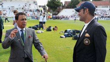 Sunil Gavaskar chats with MS Dhoni