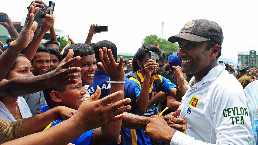 Fans congratulate Mahela Jayawardene after the Test