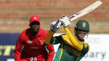 Quinton de Kock clips one to the leg side