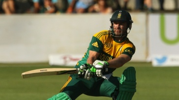 AB de Villiers plays the reverse sweep