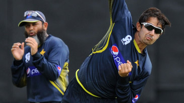 Mushtaq Ahmed has a word with Saeed Ajmal during training