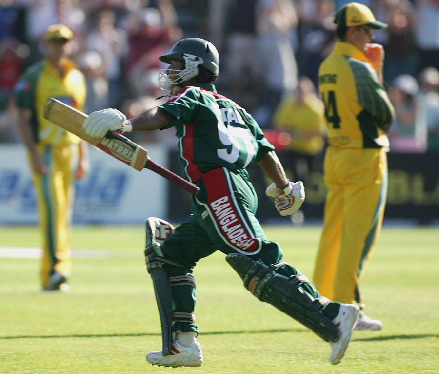 With seven required off the final over, Aftab Ahmed eased Bangladesh's nerves with a six off the first ball