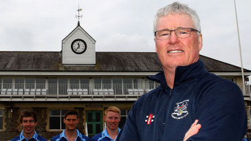 John Bracewell poses with the Gloucestershire players
