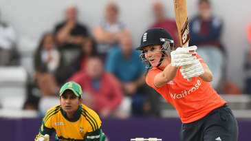 Charlotte Edwards outstanding form continued with an unbeaten 75