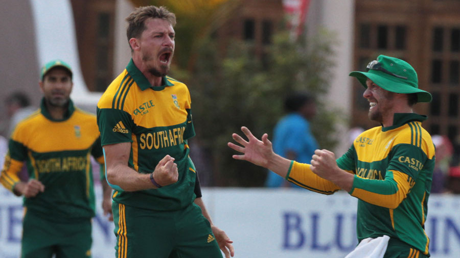 Dale Steyn exults after removing Aaron Finch's middle stump