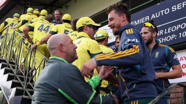 Darren Lehmann shakes hands with Dale Steyn