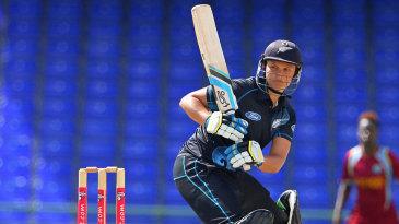Suzie Bates scored 13 off 35 balls