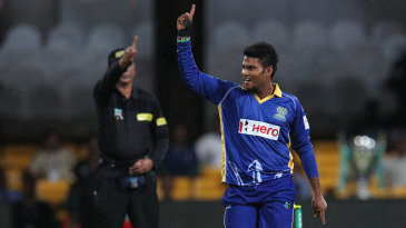 Dilshan Munaweera celebrates the wicket of Daniel Flynn
