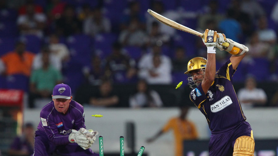 Robin Uthappa lost his middle stump to Xavier Doherty