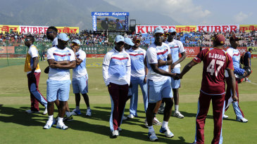 Dwayne Bravo arrives at the toss with his team-mates