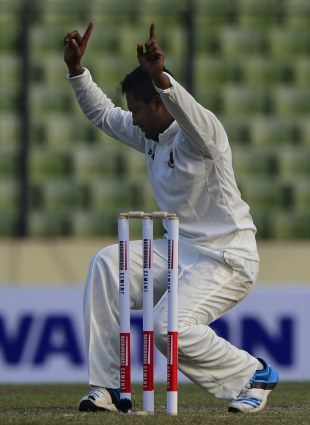 Shakib Al Hasan took six wickets on his comeback, Bangladesh v Zimbabwe, 1st Test, Mirpur, 1st day, October 25, 2014