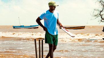 Shivnarine Chanderpaul gets ready for beach cricket