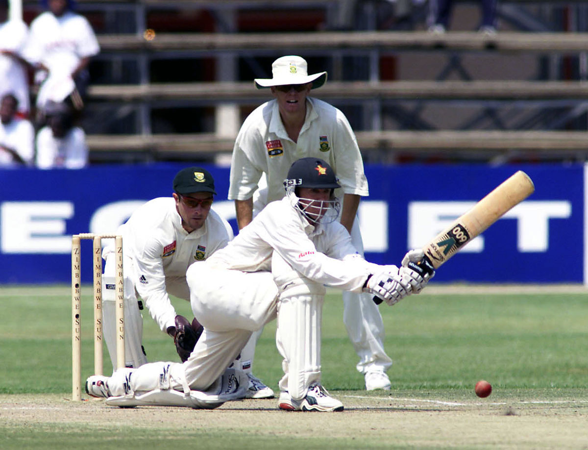 Andy Flower sweeps, Zimbabwe v South frica, 1st Test, Harare, 3rd day, September 9, 2001