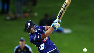 Colin de Grandhomme lashed 42 off 19 for Auckland