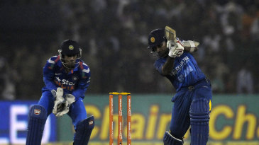 Mahela Jayawardene top-scored with 43