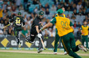 Cameron White seals the win with a quick single, Australia v South Africa, 3rd Twenty20, Sydney, November 9, 2014