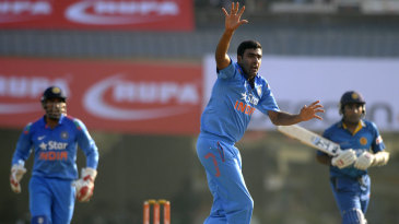 R Ashwin appeals successfully for the wicket of Mahela Jayawardene
