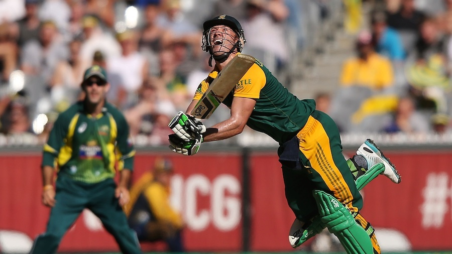 AB de Villiers was caught playing an awkward pull