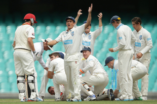 Players call for help after Phillip Hughes is hit