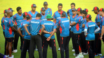 Performance psychologist Dr Phil Jauncey talks to the Bangladesh team