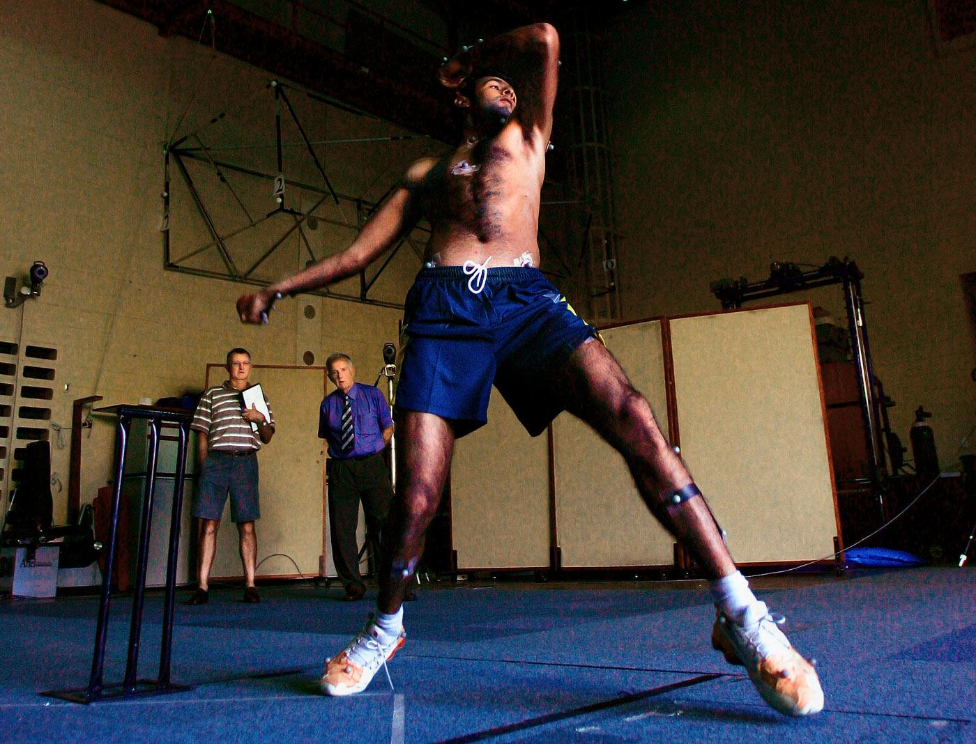 Shoaib Malik undergoes testing in Perth in 2004