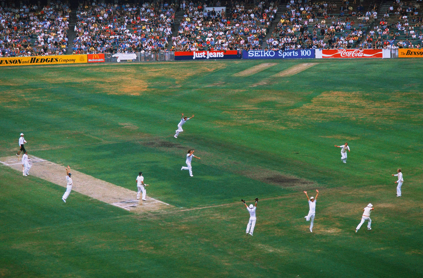 Ian Botham gets Jeff Thomson with three runs to go, Australia v England, 4th Test, Melbourne, 5th day, December 30, 1982