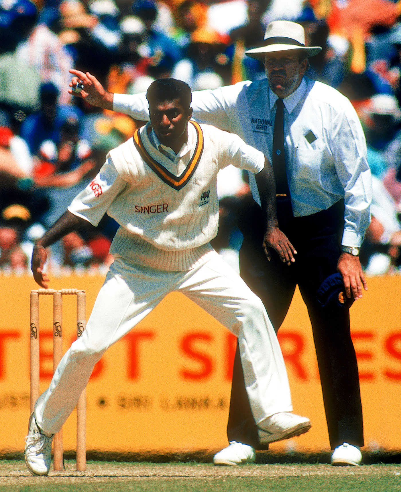 Darrell Hair no-balls Muttiah Muralitharan, Australia v Sri Lanka, 1st Test, Melbourne, 1st day, December 26, 1995