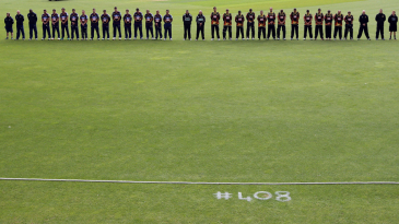 Otago and Wellington observe a minute of silence in the memory of Phillip Hughes