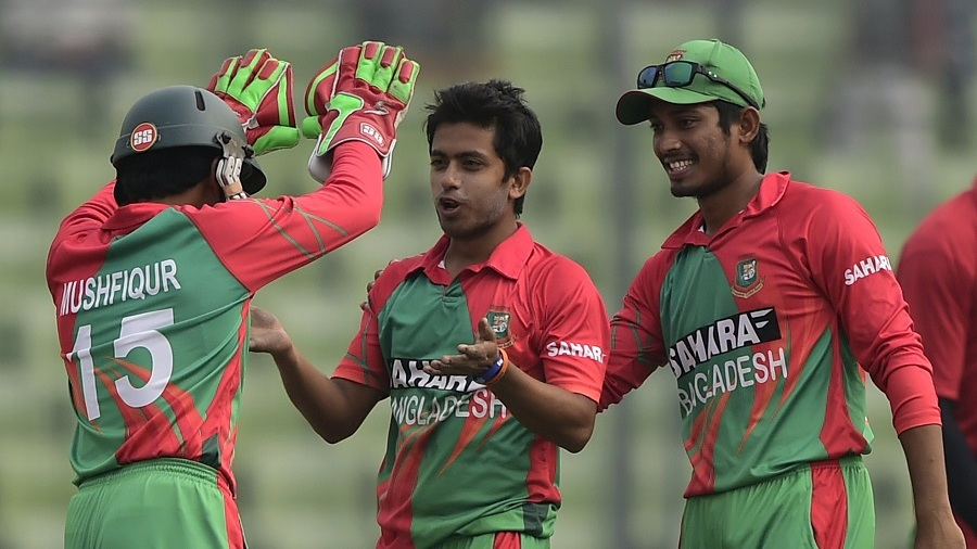 Jubair Hossain celebrates the wicket of Hamilton Masakadza