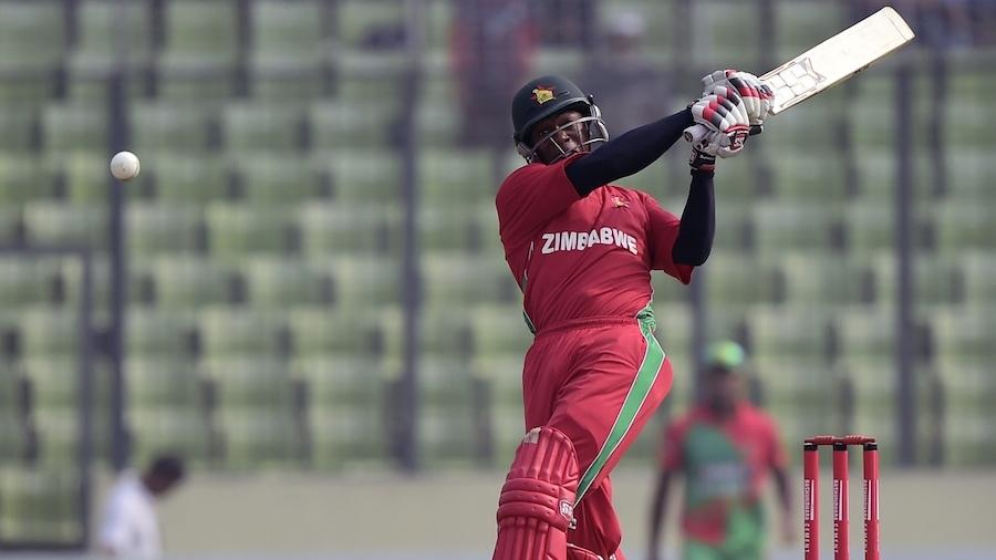 Vusi Sibanda pulls the ball