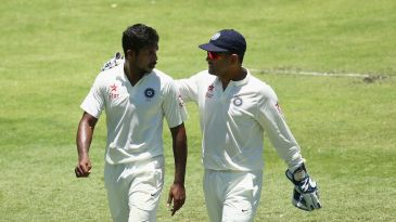 MS Dhoni talks to Varun Aaron as India went to pieces