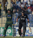 Dean Brownlie is trapped lbw, Pakistan v New Zealand, 5th ODI, Abu Dhabi, December 19, 2014
