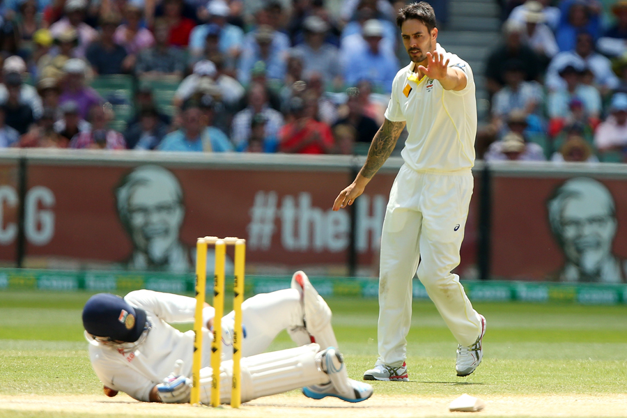 Mitchell Johnson apologises after hitting Virat Kohli while he was aiming for the stumps