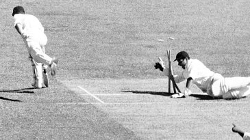 Farokh Engineer breaks the stumps as Ian Redpath makes his ground