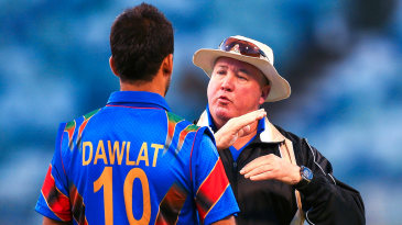 Afghanistan coach Andy Moles talks to Dawlat Zadran