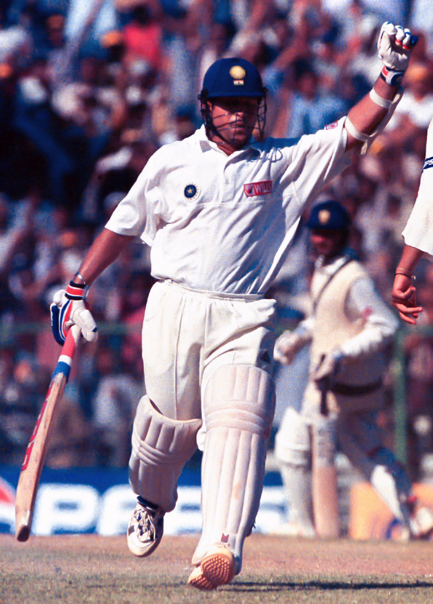 Sachin Tendulkar, hampered by a bad back, reaches his hundred, India v Pakistan, 1st Test, Chennai, 4th day, January 31, 1999