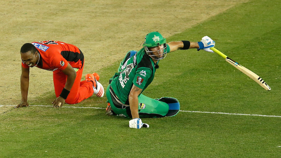 Dwayne Bravo and Kevin Pietersen react after a collision