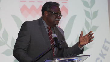 Clive Lloyd delivers the annual lecture at Newlands