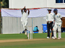 Cheepurapalli Stephen took three wickets on the opening day, Andhra v Jharkhand, Ranji Trophy 2014-15, Group C, 1st day, Vizianagram, January 5, 2015