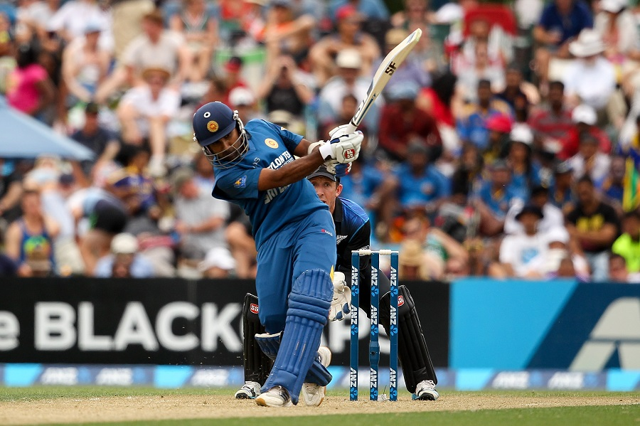 Mahela Jayawardene was at his calculating best, but his 107-ball 104 was in vain