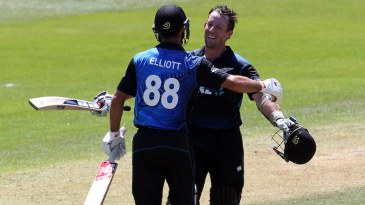 Luke Ronchi and Grant Elliott added a record 267 runs for the sixth wicket