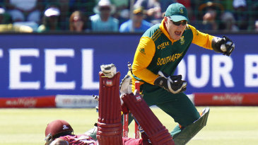Morne van Wyk completes the run out of Leon Johnson