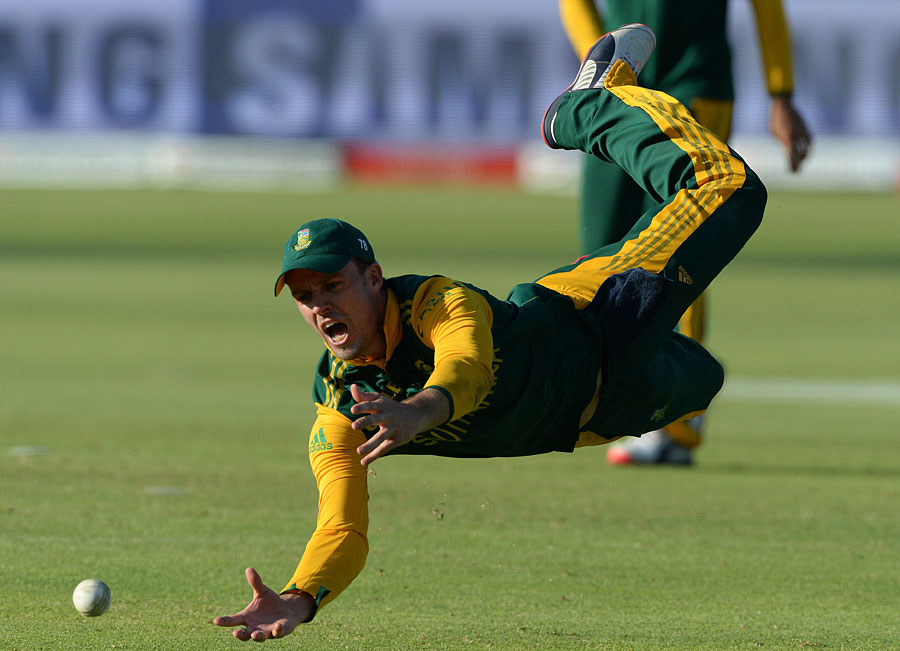 De Villiers takes one on the chin