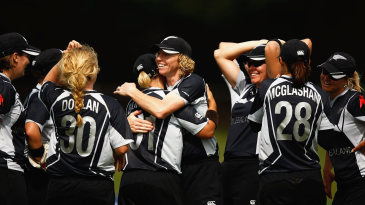 New Zealand celebrate their win over Pakistan