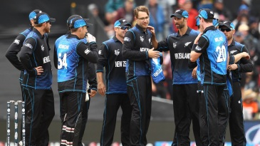 New Zealand celebrate the wicket of Tillakaratne Dilshan